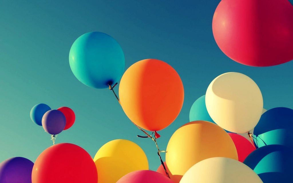 Flying Balloons Wallpaper