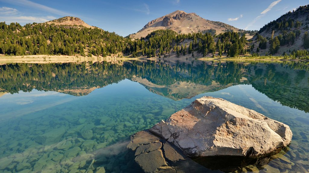 landscape wallpaper - mountains lake clear water
