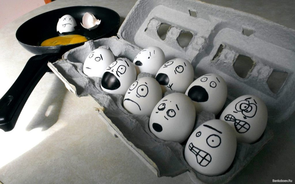 Frightened Eggs - Funny Wallpaper